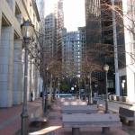Мраморные лавочки на Financial Square в Манхэттене